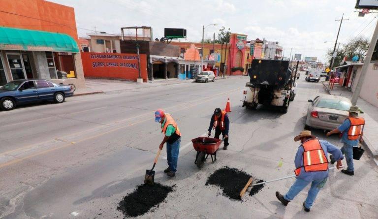Aplican más de 2 mil toneladas de asfalto para bacheo en Matamoros