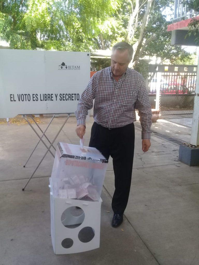 Acude a las urnas Alejandro Etienne