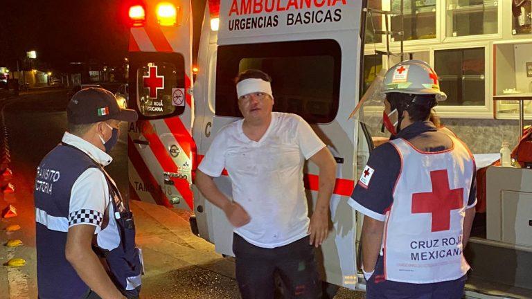 Borracho provoca encontronazo en el crucero del bulevar Fidel Velázquez y Matamoros